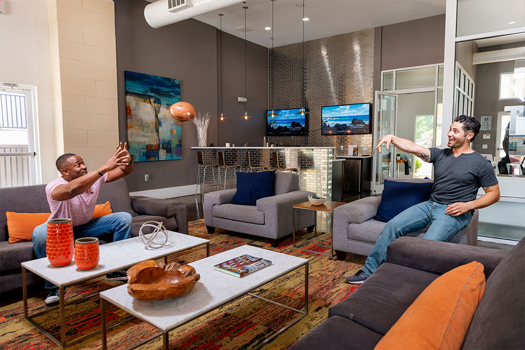 Evolve Companies 811 East Downtown Knoxville Luxury Apartments Amenities Clubhouse