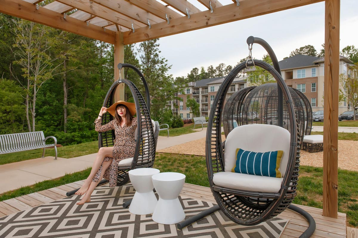 Evolve Companies 1701 North Chapel Hill Apartments Amenities Courtyard