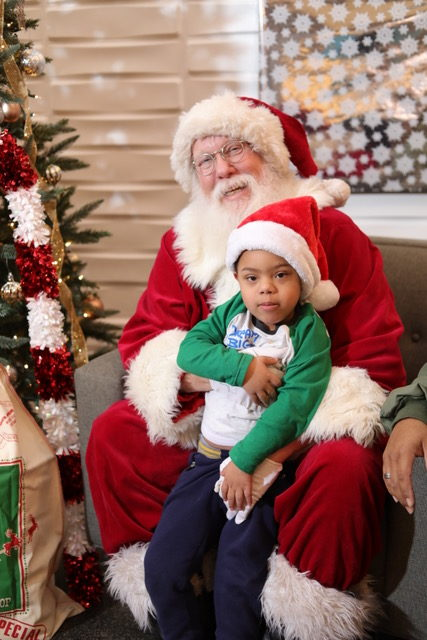 7 nye party decoration ideas santa with child