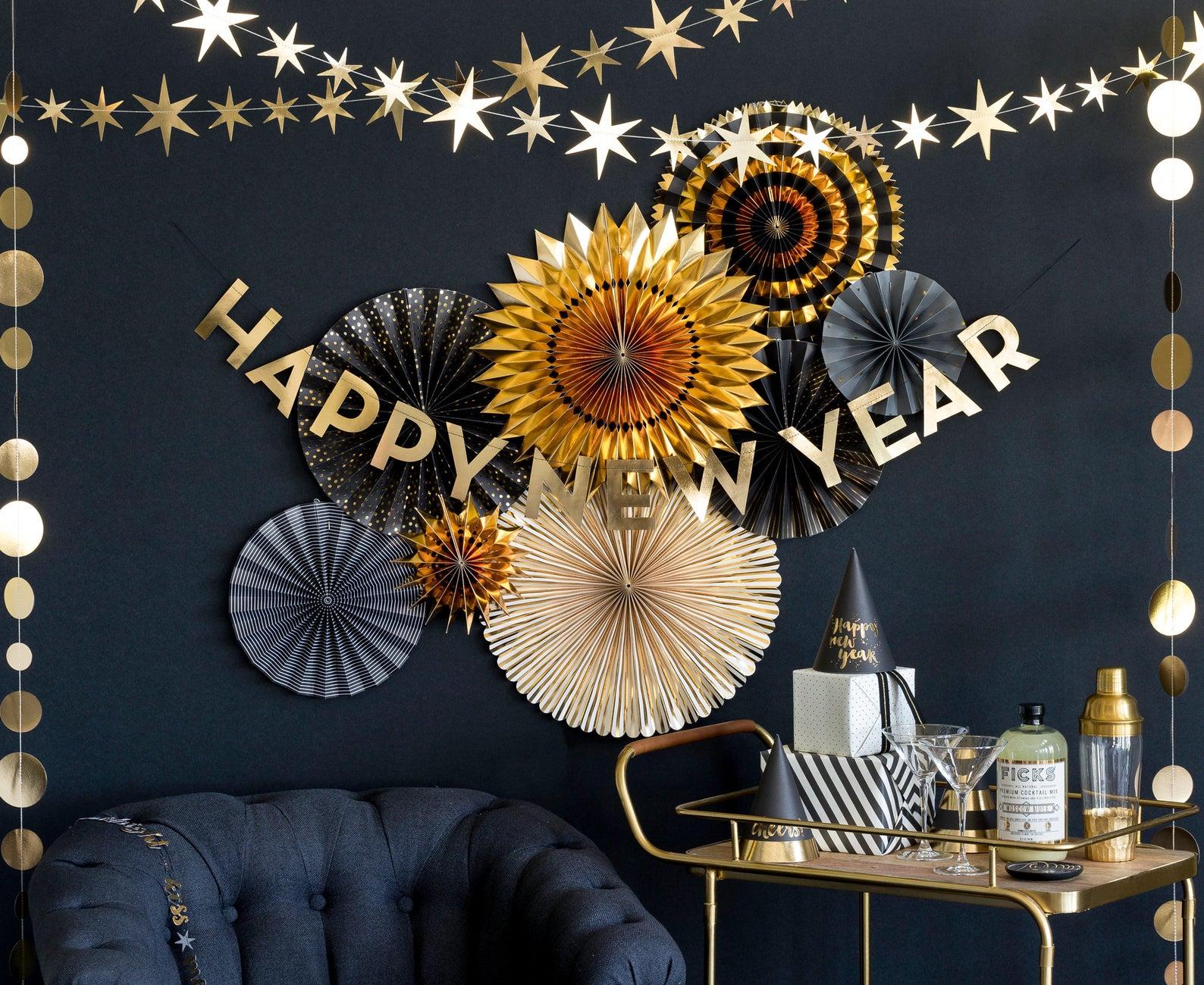 7 nye party decoration ideas garland
