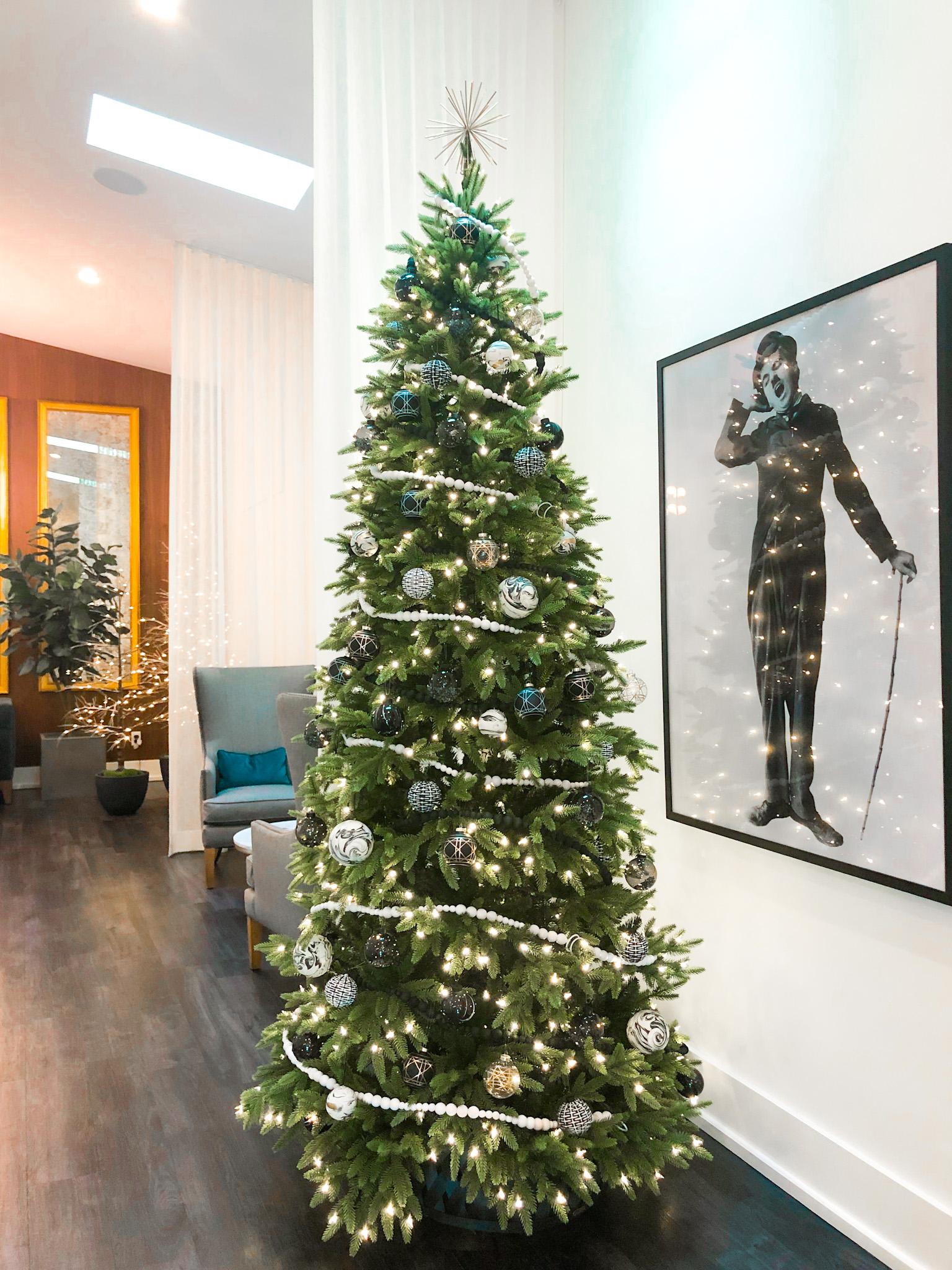 evolve classic christmas tree