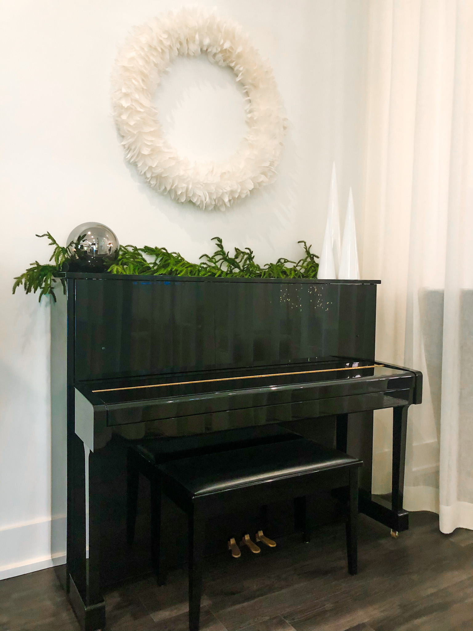 evolve christmas wreath and piano